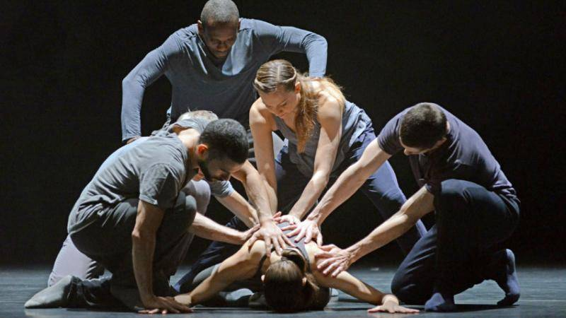 Crystal Pite and Jonathon Young's Betroffenheit. © Dave Morgan.